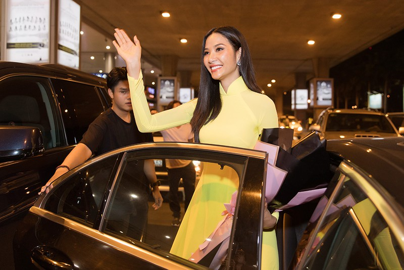 hoang thuy dien ao dai ve nuoc sau thanh tich top 20 miss universe