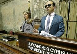 Người mẹ giúp đứa con mù thành phó thống đốc Mỹ