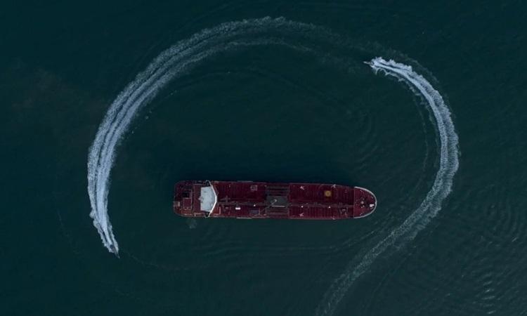 Iran bắt tàu dầu