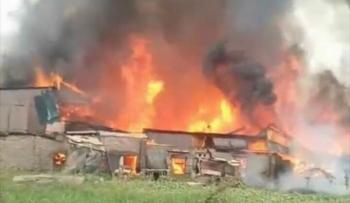 Cả chục xưởng gỗ ở Thạch Thất, Hà Nội đang cháy ngùn ngụt