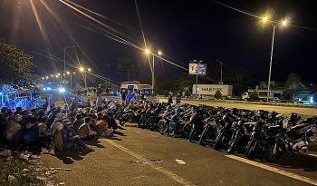 100 người chặn cầu Cần Thơ đua xe