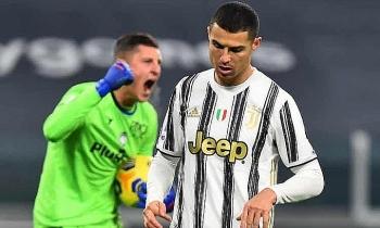 Juventus chia điểm khi Ronaldo hỏng phạt đền