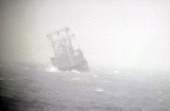 10 thủy thủ trên tàu nước ngoài chìm được cứu