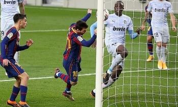 Messi bắt kịp kỷ lục của Pele