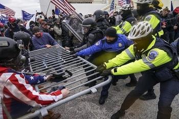 Người ủng hộ Tổng thống Trump xông vào điện Capitol gây hỗn loạn