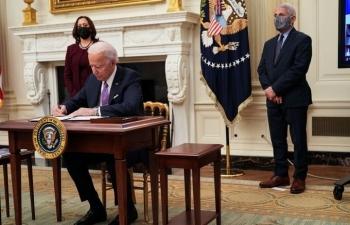 2/3 người Mỹ hài lòng cách Biden chống dịch