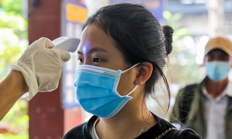 singapore khuyen dan khong bat tay de tranh lay virus corona