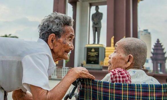 Cụ bà 98 tuổi đoàn tụ chị gái sau 47 năm xa cách