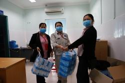 BSR cấp phát khẩu trang y tế, sử dụng máy đo thân nhiệt kiểm soát dịch bệnh Corona