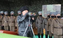 kim jong un khong deo khau trang khi thi sat tap tran