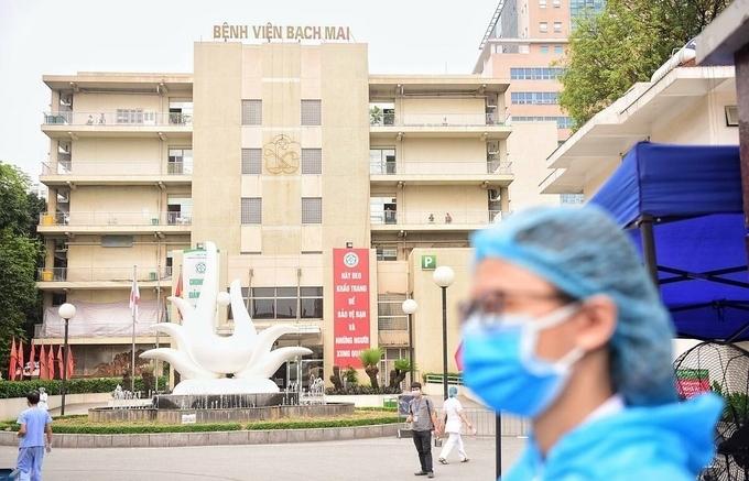 """Bệnh viện Bạch Mai bị """"tuýt còi"""" tăng giá dịch vụ"""