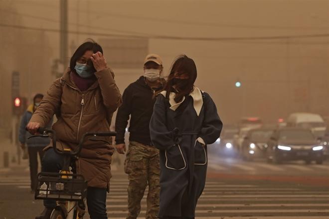 Trung Quốc 'ngạt thở' trong bão cát lớn nhất thập kỷ - 4