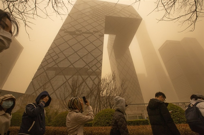 Trung Quốc 'ngạt thở' trong bão cát lớn nhất thập kỷ - 5