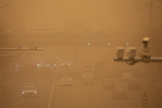 Trung Quốc 'ngạt thở' trong bão cát lớn nhất thập kỷ - 6