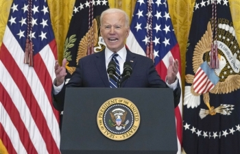 Ông Biden tuyên bố Mỹ không để Trung Quốc 'vượt mặt', thống trị thế giới