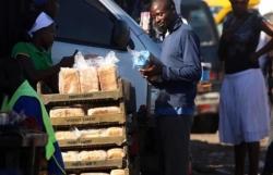 Bánh mỳ thành hàng xa xỉ tại Zimbabwe