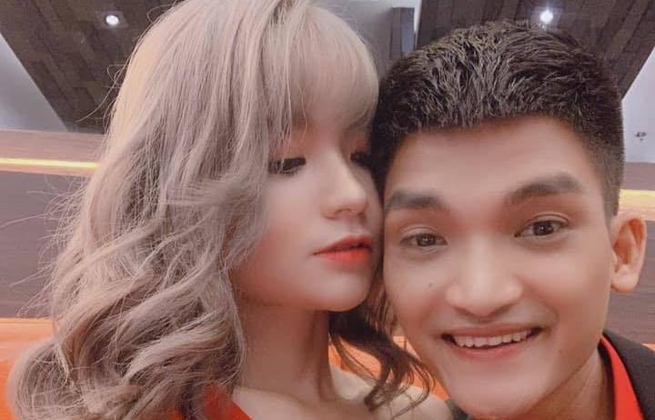 mac van khoa chinh thuc cong khai hen ho voi ban gai hotgirl