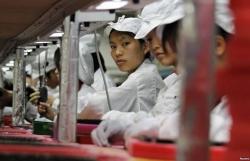 Nhà máy đổ từ Trung Quốc sang, ồ ạt tuyển quân, lương tới 8.000 USD