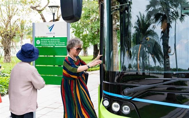 Háo hức khám phá xe buýt điện đầu tiên tại Việt Nam với trải nghiệm 'cực chất' - 1