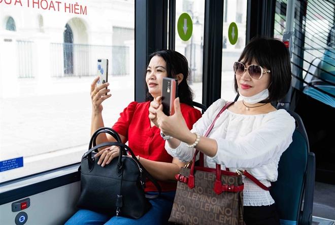 Háo hức khám phá xe buýt điện đầu tiên tại Việt Nam với trải nghiệm 'cực chất' - 4
