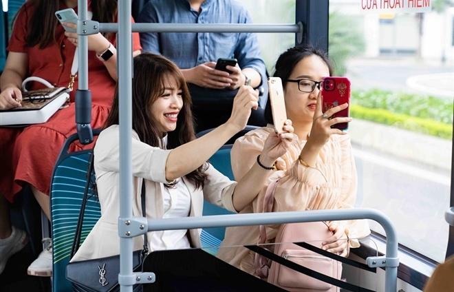 """Háo hức khám phá xe buýt điện đầu tiên tại Việt Nam với trải nghiệm """"cực chất"""""""