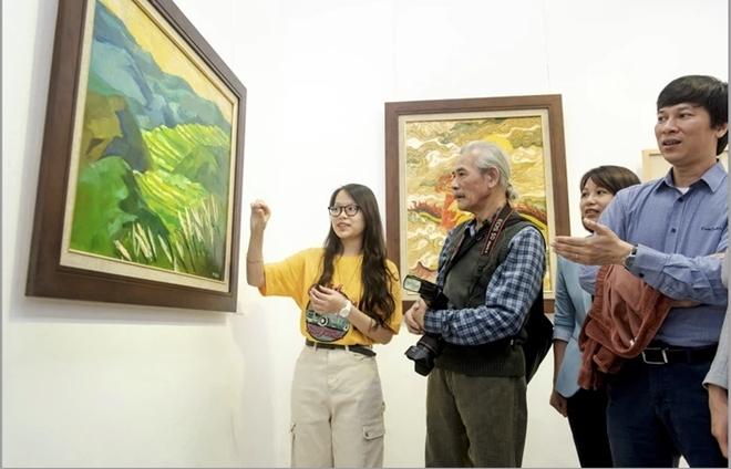 """Nữ sinh Hà Nội tổ chức triển lãm """"Hồi Hải Mã"""" gây quỹ từ thiện vì cộng đồng"""