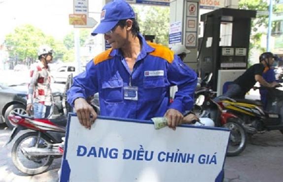Giá xăng giảm nhỏ giọt, cao nhất 76 đồng/lít
