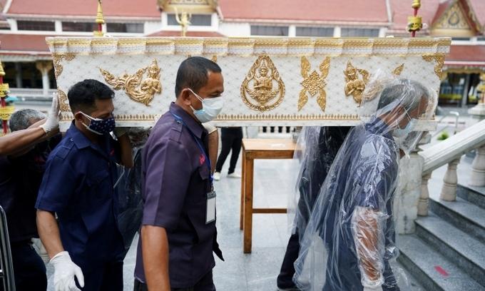 Bệnh nhân Covid-19 Thái Lan chết trong lúc chờ nhập viện