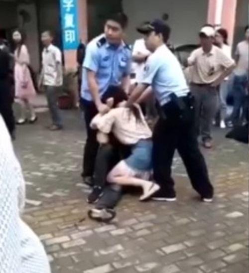 the hien tinh cam manh liet co gai can dut luoi ban trai