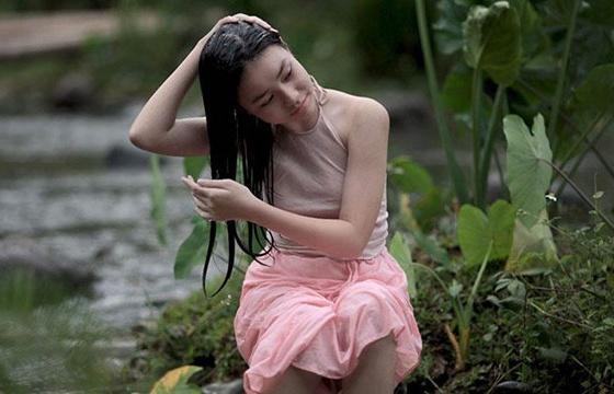 bao han dua tin vo ba ngung chieu vi de be 13 tuoi dong canh nong