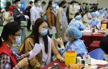 Người Trung Quốc đổ xô tiêm vaccine vì sợ bùng dịch