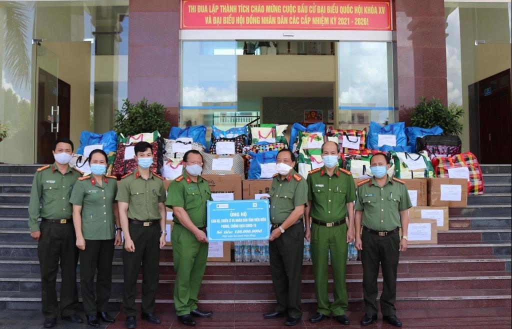 Công an tỉnh Điện Biên tiếp nhận quà hỗ trợ