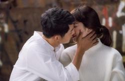 song joong ki song hye kyo len tieng ve on ao ngoai tinh