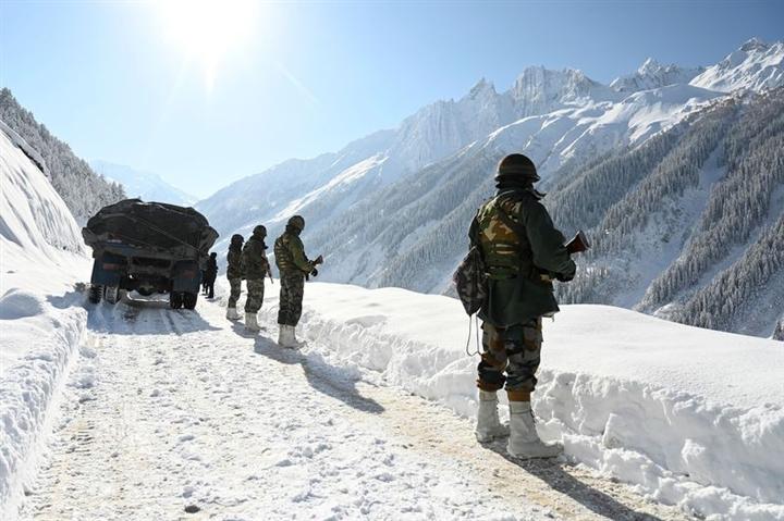 Ấn Độ bất ngờ điều động 50.000 quân áp sát biên giới Trung Quốc - 1