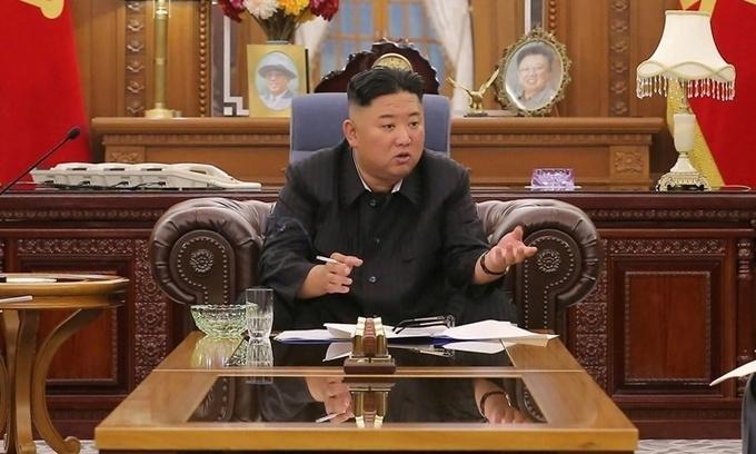 "Dân Triều Tiên lo Kim Jong-un ""tiều tụy"""