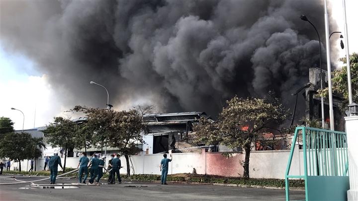 Cháy lớn tại khu công nghiệp Long Bình, Đồng Nai - 4