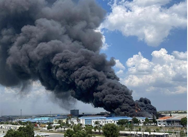 Cháy lớn tại khu công nghiệp Long Bình, Đồng Nai - 1