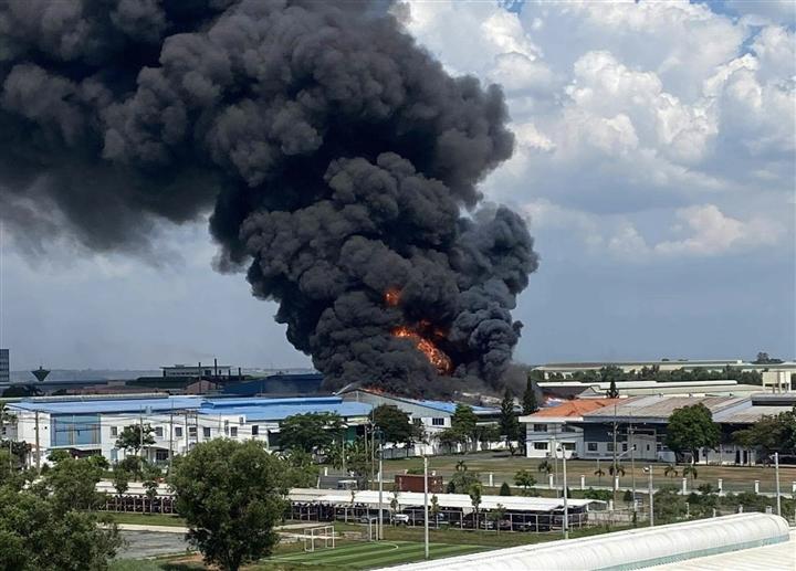 Cháy lớn tại khu công nghiệp Long Bình, Đồng Nai - 3