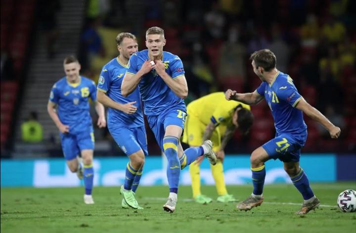 Hạ Thuỵ Điển ở phút 120, Ukraine lần đầu tiên trong lịch sử vào tứ kết EURO  - 1