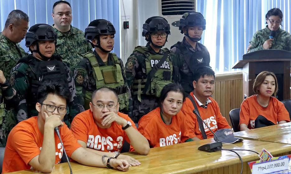 philippines bat 5 nguoi viet bi nghi van chuyen tram huong trai phep