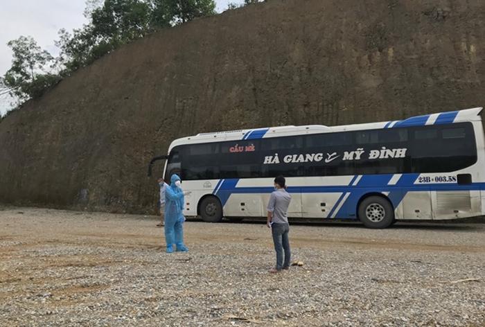 Hà Nội phát hiện 20 người liên quan F0 trốn khỏi khu điều trị ở Bắc Giang - 1