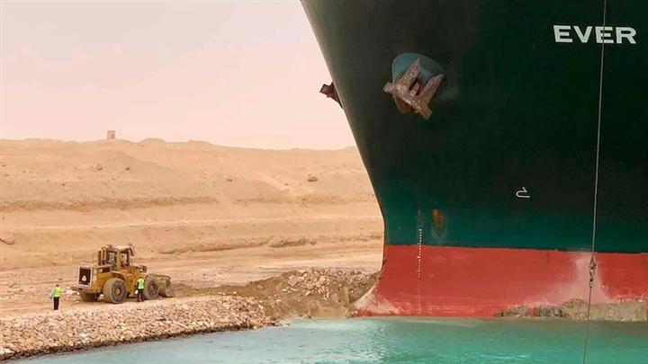 Siêu tàu làm tắc kênh đào Suez cuối cùng cũng được thả tự do - 1