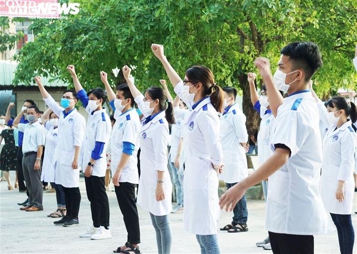 150 y, bác sỹ Đà Nẵng vào TP.HCM chống dịch COVID-19 - 2