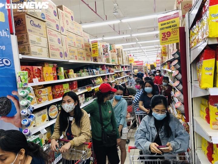 Người Sài Gòn lại đổ xô đi siêu thị, xếp hàng chờ thanh toán cả tiếng đồng hồ - 11