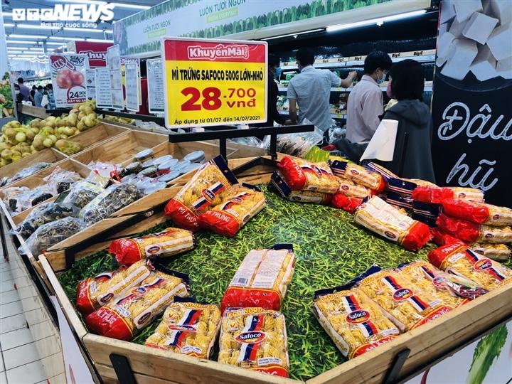 Người Sài Gòn lại đổ xô đi siêu thị, xếp hàng chờ thanh toán cả tiếng đồng hồ - 8