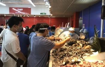 Người Sài Gòn lại đổ xô đi siêu thị, xếp hàng chờ thanh toán cả tiếng đồng hồ