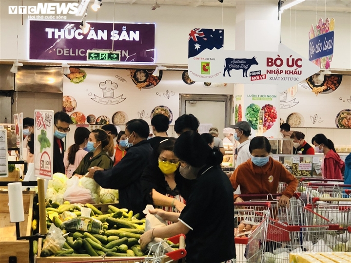 Người Sài Gòn lại đổ xô đi siêu thị, xếp hàng chờ thanh toán cả tiếng đồng hồ - 4