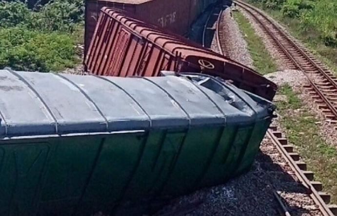 Lật tàu ở Quảng Trị, đường sắt Bắc - Nam tê liệt nhiều giờ