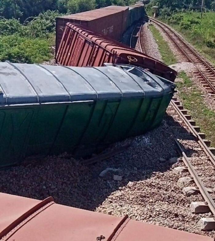 Lật tàu ở Quảng Trị, đường sắt Bắc - Nam tê liệt nhiều giờ - 1