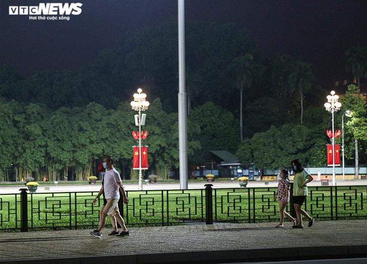 Đường phố Hà Nội vắng lặng trong đợt cao điểm chống làn sóng dịch COVID-19 thứ 4 - 10